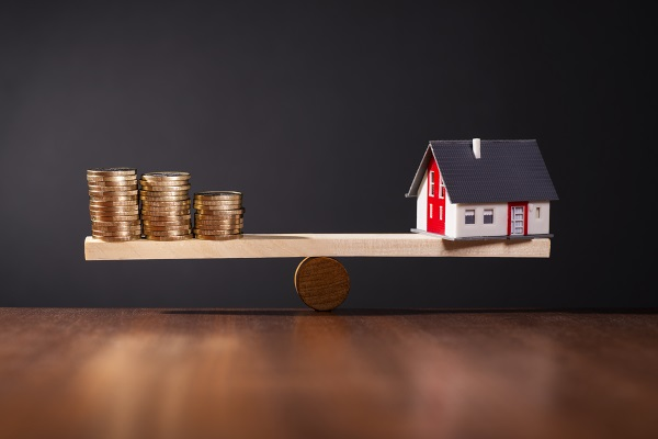 Maximize your protection from home insurance to avoid financial losses due to damage or destruction of your home.